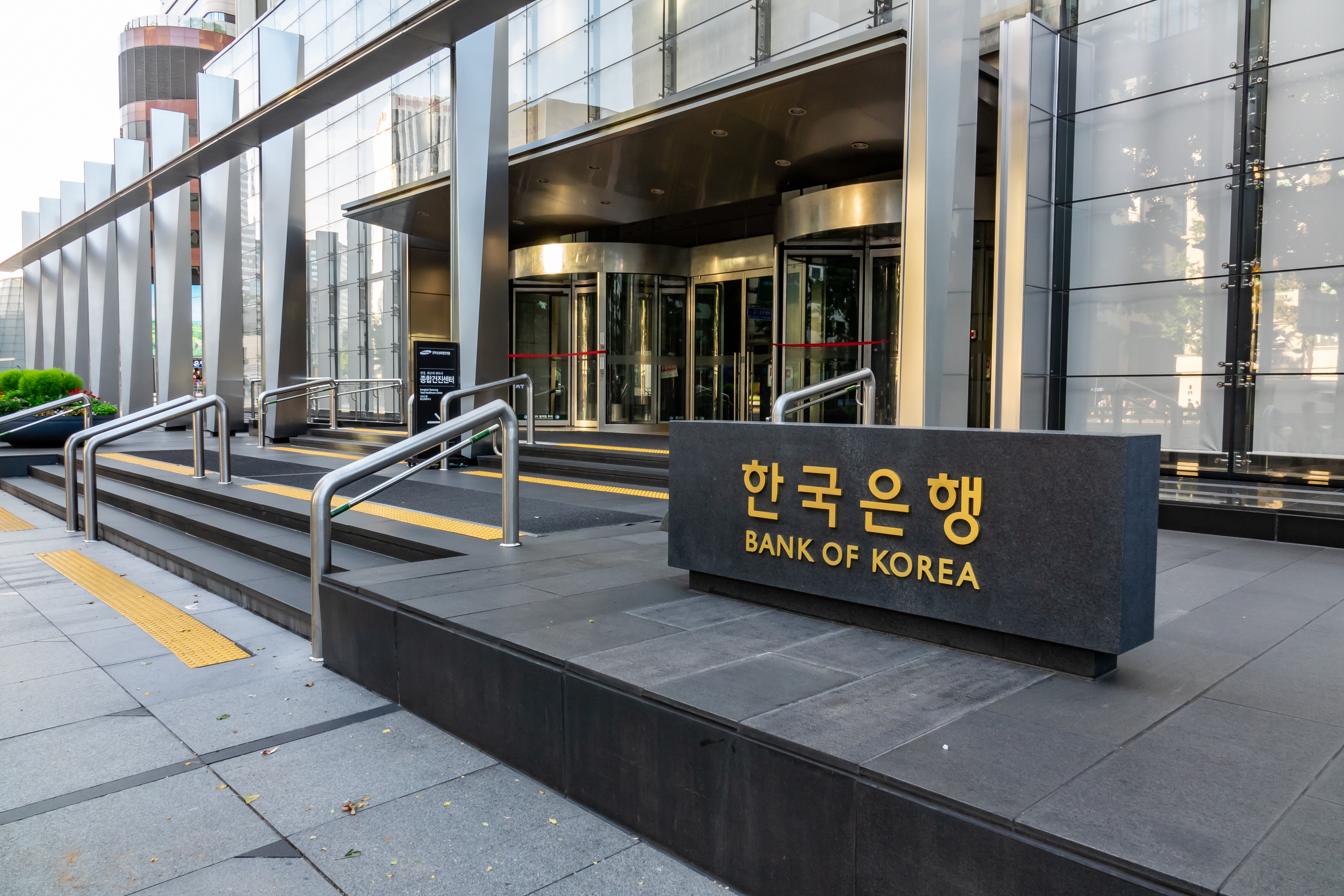 Leveraged crypto trading threatens banking system, says Korea central bank governor