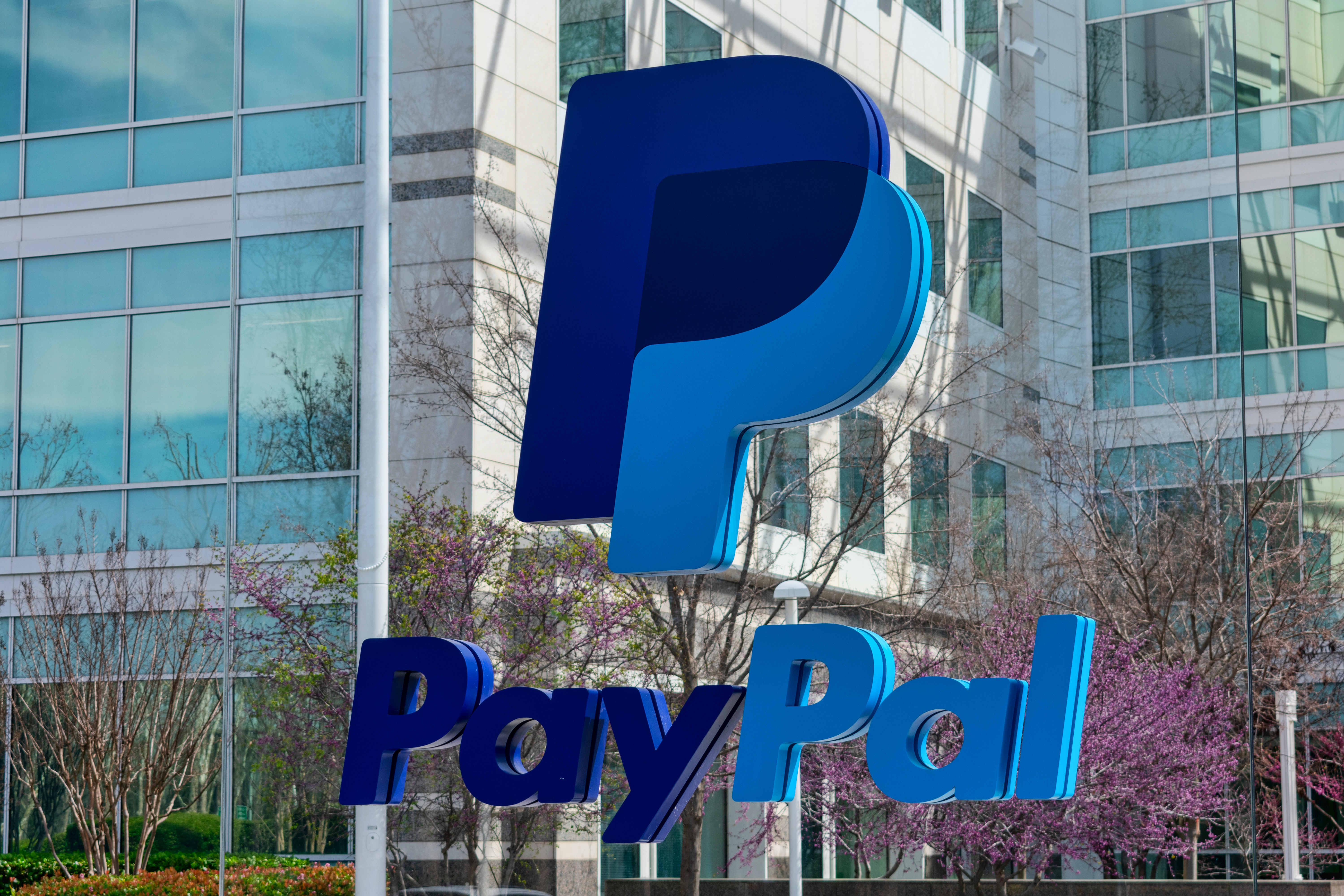 PayPal launches crypto trading service in the UK